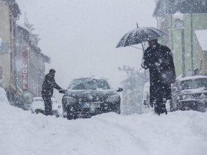 Kar yağışı: 38 köy yolu kapalı