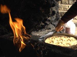 Jare Gola Çeto Ziyaretgahı'nda çılalar yakıldı, lokmalar pay edildi