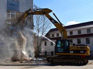 SGK eski binasının yıkımına başlandı