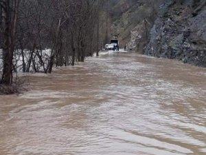 Munzur nehri taştı, Ovacık yolu kapandı