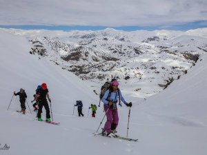 3 bin rakımlı dağda kayak yaptılar