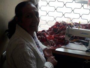 9 yaşından beri Dersim'in yöresel kıyafetlerini dikiyor