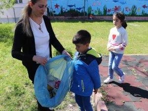 Minik öğrenciler, çevreyi temizledi