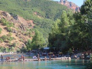 Avrupa ve Türkiye'den gelen turistler Dersim'i tercih ediyor
