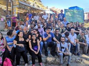 Sanatçılar Ayaz ve Nupelda kardeşlerin ailesini ziyaret etti