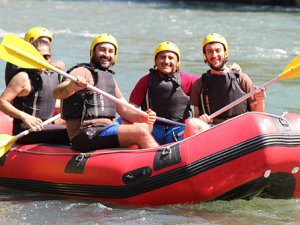 Vali ve milletvekilleri rafting yaptı