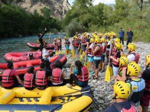 Sağlıklı yaşam için rafting yaptılar