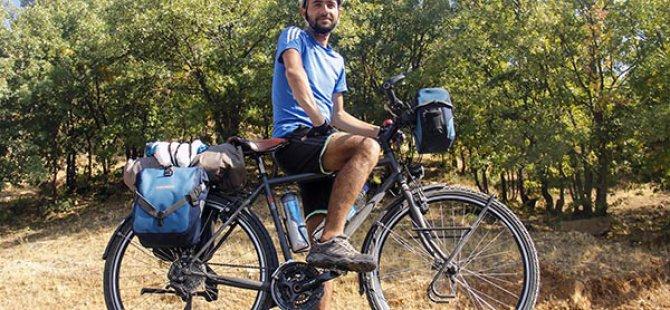 Bisikletiyle 7 yıldır Türkiye'yi geziyor