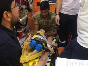 Pencereden düşen çocuk helikopterle hastaneye ulaştırıldı