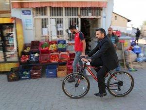 Belediye Başkanı Becerikli, makam aracı yerine bisiklet kullanıyor