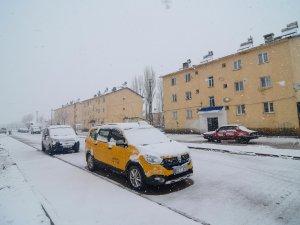 Ovacık kar yağışıyla beyaza büründü