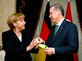Merkel'den hem iş hem tebrik telefonu