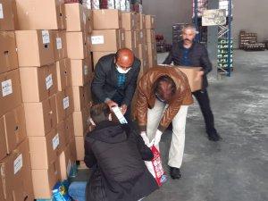 İş adamı Şaroğlu'ndan vatandaşlara yardım kolisi