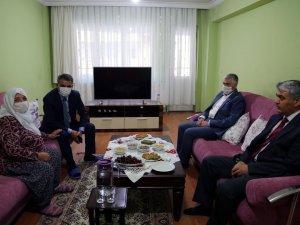 Vali Özkan, ilk ziyaretini şehit ailesine yaptı