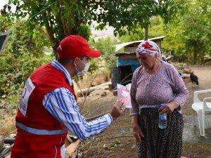 Türk Kızılay gönüllüleri köylerde maske dağıttı