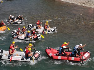 Munzur'da 200 sporcuyla rafting yapıldı