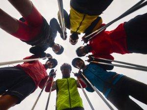 Sokakta kornişle öğrendikleri kayakta şampiyonluk hedefliyorlar