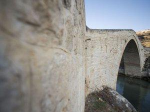 Tarihi Tağar Köprüsü ve çevresi her mevsim ayrı güzel