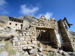 Ulukale köyü eski kalıntılarıyla ziyaretçilerini tarihi yolculuğa çıkarıyor