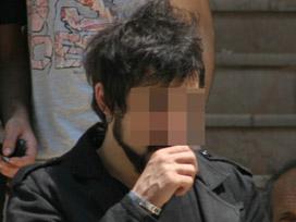 Polisin pantolonunu yırtan genç gözaltında