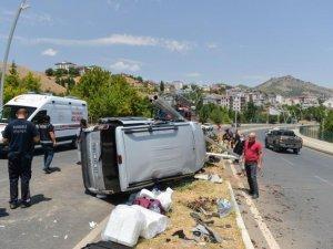 Araç elektrik direğine çarptı: 4 yaralı