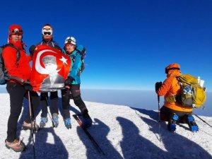 Ispartalı dağcılar 5 bin 137 metrelik Ağrı Dağı zirvesine tırmandı