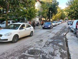 Veliler, okul önlerine trafik uyarı levhası konulmasını istiyor