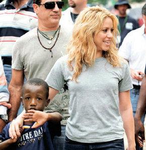 Shakira çocuklar için İsrail'e gidiyor