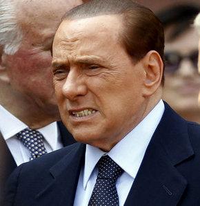 Berlusconi mahkeme kapılarında