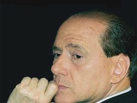 Berlusconi mahkemede ifade verdi