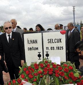 İlhan Selçuk mezarı başında anıldı