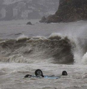 Beatriz Meksika sahillerini etkisi altına aldı