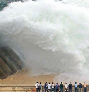 Tsunami değil baraj suyu