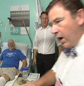 Başbakan'ı fırçalayan doktor kovuldu