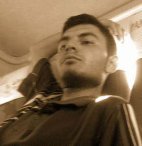 Yolcu minibüs şoförünün boğazını kesti