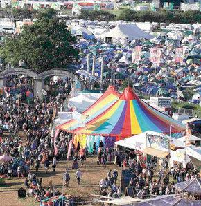 Glastonbury Festivali Yine Çamura Bulandı