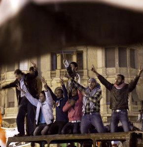 Muhalifler, Kaddafi'den öneri bekliyor