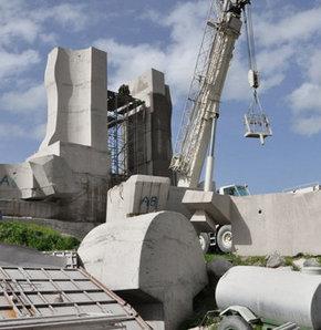İnsanlık Anıtı'nın yıkımı durdu!