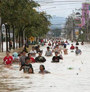 Muson, 34 köyü sular altında bıraktı - VİDEO