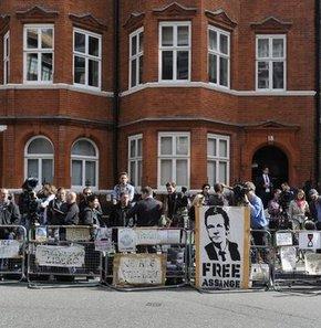 Ekvador Assange'a sığınma verdi