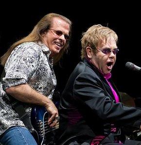 Elton John'un basçısı intihar etti