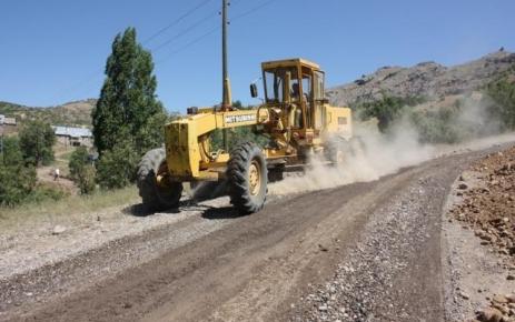 Düzgün Baba yolunda asfaltlama çalışması sürüyor