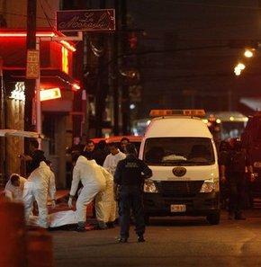 Meksika'da bar katliamı 17 ölü