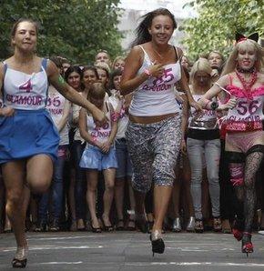 Rus kızlar topuklarıyla yarıştı - GALERİ