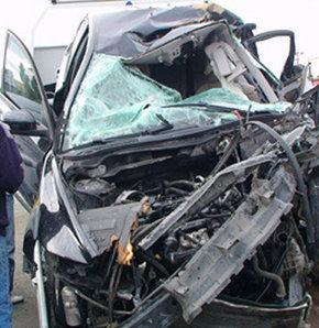 Yolcu otobüsü ile otomobil çarpıştı 1 ölü