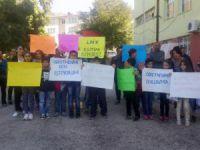 Açığa alınan öğretmenleri için eylem yaptılar