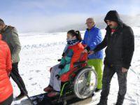 Engelli vatandaşın kayak keyfi