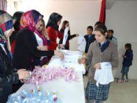 Üniversite öğrencilerinden ortaokul öğrencilerine hediye