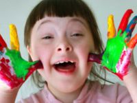 Engelli Çocuklar Fırçalarıyla Trafolara Hayat Veriyor