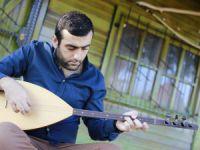 Sesini toprağından ödünç almış bir sanatçı: Erhan Toprak